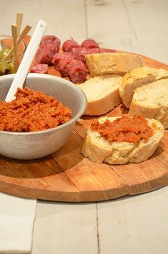 Tapenade with sundried tomatoes Dutch Recipes, Gourmet Recipes, Healthy Recipes, Best Pasta Recipes, Pasta Salad Recipes, Tapenade, Chutney, Sauces, Salsa