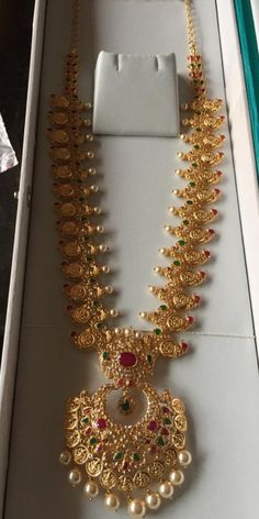 Gold Earrings Designs, Gold Jewellery Design, Diamond Jewellery, Necklace Designs, Gold Jewelry Simple, Bridal Jewelry, India Jewelry, Jewelry Art, Mango Mala