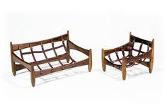 Estrutura de madeira de Imbuía, miniatura poltrona Mole e sofá Mole.