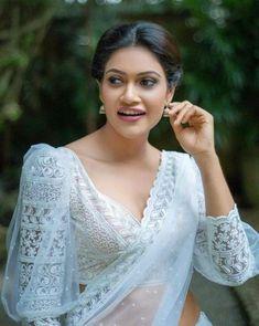 Saree Blouse Neck Designs, Saree Blouse Patterns, Fancy Blouse Designs, Designer Blouse Patterns, Designs For Dresses, Sari Blouse, Saree Jacket Designs Latest, Traditional Blouse Designs, Lace Saree