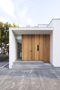 Minimalist residence located in Mishima-shi, Shizuoka Prefecture. Architects: Tsukurito Architects and Design Office Modern Entrance Door, House Entrance, Traditional Home Exteriors, Traditional House, Interior Design Toilet, Japanese Modern House, Door Design, House Design, Small Villa
