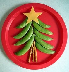 healthy christmas tree snack... can also make using green apples instead