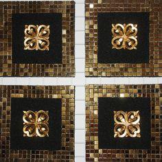 elegante composicin de cuatro cuadros en arena de color negro con detalle lateral en dorado
