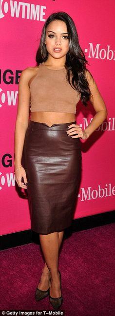 b4185b7f82f Melanie Iglesias skirts   Bit of all-white! Olivia Munn looks leggy in thigh