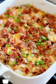 An easy Crockpot Cheddar Bacon Ranch Potato Soup! Tender potatoes in a creamy soup filled with cheesy flavor and topped with crispy bacon! Bacon Cheese Potatoes, Cheddar Potatoes, Chicken Potatoes, Roasted Potatoes, Cheesy Potatoes, Potato Dishes, Potato Recipes, Potato Soup, Recipes With Bacon Potatoes