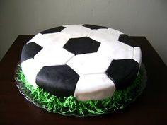 Soccer cake - criative! @Melanie Ann This is the style I mean - really simple.. but with icing not fondant