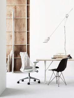 Order your Sayl Chair. An original design by Yves Béhar, this ergonomic desk chair is manufactured by Herman Miller. Workspace Design, Office Workspace, Home Office Design, Office Decor, House Design, Herman Miller, Workspace Inspiration, Interior Inspiration, Stil Inspiration
