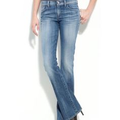 """⬇️Markdown⬇️ Citizen jeans Size 26 Kelly #001 stretch size 25. Low waist, boot cut. In great condition. A tiny bit of fraying on ankles, but barely noticeable (see last pic). Super comfortable & fashionable. Measures approx 27"""" from inseam & 34"""" from waistline.  better discounts with bundles be kind when making offers. Remember posh takes 20% commission on items priced $15 or higher and $2.95 for items priced under that   PayPal trades  ❗️items $10 & under are firm unless bundled. Citizens…"""