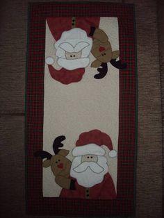Trilho de Mesa Natalino confeccionado com tecido 100% algodão. Christmas Crafts For Gifts, Handmade Christmas, Craft Gifts, Christmas Decorations, Holiday Decor, Tablerunners, Table Toppers, Paper Piecing, Quilt Patterns