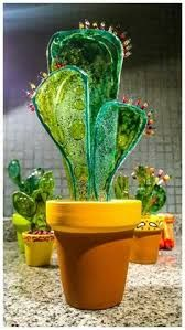 Stained Glass Cactus Ideas You Can Apply To Your House Decoration - JustHomeIdeas Stained Glass Ornaments, Fused Glass Art, Glass Wall Art, Mosaic Glass, Stained Glass Designs, Stained Glass Patterns, Glass Cactus, Glass Flowers, Glass Garden