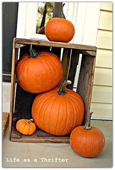 I like this simple decoration for the porch for fall