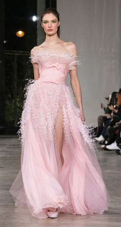 Georges Chakra Spring-summer 2019 - Couture - The little thins - Event planning, Personal celebration, Hosting occasions Georges Chakra, Pink Fashion, Runway Fashion, Fashion Show, Fashion Dresses, Fashion Design, Style Couture, Haute Couture Fashion, Beautiful Gowns