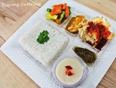 Jasa Catering Surabaya: Paket Menu Nasi Kotak Surabaya Rice Box, Indonesian Cuisine, Catering Food, Surabaya, Bento, Ramadan, Lunch Box, Ethnic Recipes, Indonesian Food