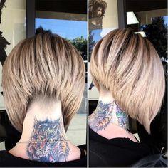 carré-plongeant-nuque-rasee-blond-tatouage-cou
