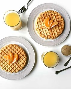 Try making Orange Waffles with Vanilla Bean Butter for breakfast. The waffles are fluffy and zesty and the butter is a sweet and flavorful pairing. Yummy Waffles, Homemade Waffles, Pancakes And Waffles, What's For Breakfast, Best Breakfast Recipes, Brunch Recipes, Brunch Ideas, Dinner Ideas, Waffles