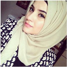 Seriously, if you can't decide what color hijab to wear, wear beige. It goes w anything. #hijab
