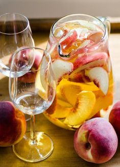 Pitcher Drink Recipe: 4-Ingredient Sparkling White Peach Sangria — The 10-Minute Happy Hour