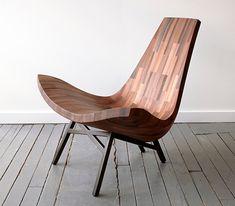 Water Tower es un modelo de silla bajaque está definida por una hermosa pieza curvada, formando una superficie que invita a relajarse, anclada a una sencil