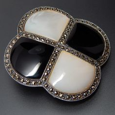 VINTAGE JUDITH JACK MOTHER OF PEARL & BLACK ONYX MARCASITE ACCENTED EDGE STERLING SILVER CHECKERBOARD BROOCH PIN