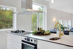 Emrahus passive house in Stehag, Sweden. Copper tap and big windows. Passive House, Big Windows, Painting Kitchen Cabinets, Ikea Kitchen, Traditional Kitchen, Little Houses, Interior Design Kitchen, Kitchen Countertops, Sweet Home
