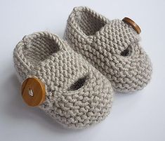 Keelan - Chunky Strap Baby Shoes : Modern and practical baby shoes knit in double knit weight yarn that will look great on either a boy or a girl. They are knitted flat, entirely in garter stitch, on two needles and are extremely quick and EASY to make. Knitting Patterns Uk, Baby Booties Knitting Pattern, Love Knitting, Knit Baby Booties, Crochet Baby Shoes, Knitting For Kids, Easy Knitting, Double Knitting, Baby Patterns