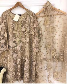Latest Pakistani Dresses, Beautiful Pakistani Dresses, Pakistani Fashion Party Wear, Pakistani Dress Design, Pakistani Outfits, Girls Dresses Sewing, Stylish Dresses For Girls, Stylish Dress Designs, Casual Dresses