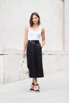 blac midi skirt-belt-blac and white-black simple sandals-white backpack-maria duenas jacobs-via-elle.com