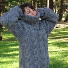 Pull gris Mohair, Pull tricot à main, Pull Crewneck, Pull Oversized, Pullover Pull Mohair, Mohair Yarn, Mohair Sweater, Cardigan Sweaters, Long Cardigan, Sweater Outfits, Gros Pull Long, Poncho Cape, Handgestrickte Pullover