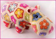 Oh my gosh this hippo is DIVINE!!! African flowers, multiple colours and just a stunning idea! Will attempt this after the numerous projects I have already started :) Or may just buy one from this beautiful maker!