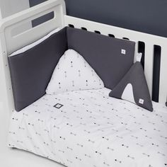 Textil y ropa de cuna Alondra blanco con flechas Toddler Bed, Arrow, Textiles, Furniture, Home Decor, Youth Rooms, Kids Rooms, Furniture Design, House Decorations