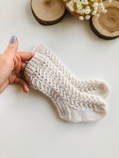 Leg Warmers Outfit, Girls Leg Warmers, Baby Leg Warmers, Knit Leg Warmers, Knitted Baby Clothes, Knitted Baby Socks, Crochet Baby Outfits, Knit Baby Booties, Baby Knits