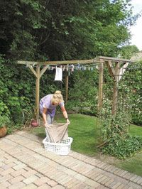 Denna gång besöker vi en genomtänkt trädgård i Danmark. Längtan att njuta och lusten att få något att växa ligger bakom planeringen av familjen Ravns sköna trädgård.