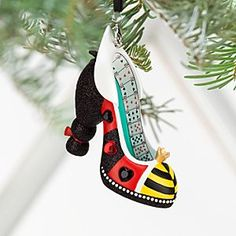 Queen of Hearts Shoe Ornament - A winning season is in the cards when dealing these heels to your holiday tree. The Queen of Hearts will ensure that heads will turn for Her Majesty's most wondrous, bejeweled ornament. Disney Shoe Ornaments, Disney Christmas Ornaments, Christmas Shoes, Christmas Decorations, Christmas Stuff, Christmas Ideas, Walt Disney World, Alice In Wonderland Shoes, Queen Of Hearts Alice