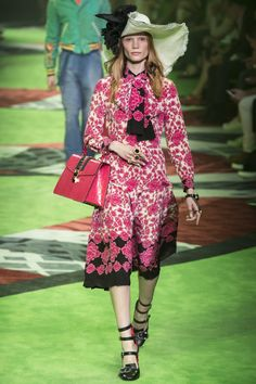 f1f5393bbdc2e6 Gucci Mila Fashion Week Gucci Spring 2017
