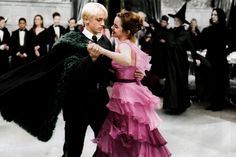 dramione, draco malfoy, and harry potter afbeelding Draco Harry Potter, Mundo Harry Potter, Harry Potter Ships, Harry Potter Tumblr, Harry Potter Pictures, Harry Potter Films, Harry Potter World, Hermione Granger, Draco Y Hermione