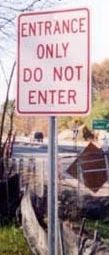 picture of unhelpful road sign
