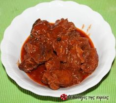 Great recipe for Beef in tomato sauce from Smyrna. We are all familiar with this dish, the staple of our young years. But there are always some secrets for a very special beef, especially for people who love it! Recipe by Βασιλεία Cooking Time, Cooking Recipes, Healthy Recipes, Greek Dinners, Chocolate Fudge Frosting, Greek Recipes, Different Recipes, Tomato Sauce, Dinner Recipes