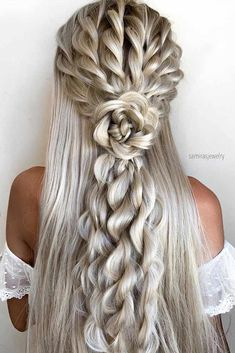 Gorgeous Wedding Hairstyles - Check out 60 wedding hairstyles design ideas and inspiration! No matter what your wedding style is, whether your hair is curly or straight, long hair or short hair, these wedding hairstyles will definitely inspire you. Pretty Hairstyles, Braided Hairstyles, Hairdos, Hairstyles Haircuts, Beauté Blonde, Wedding Hair Down, Boho Wedding, Down Wedding Hairstyles, Graduation Hairstyles