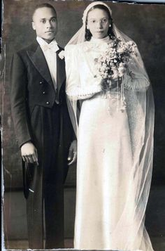 1930's newlyweds photographed by Addison Scurlock.