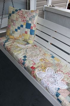 Porch Swing With Old Quilt Cushion---Love The Doilies!Could use doilies to patch problems in old quilts. Old Quilts, Vintage Quilts, Vintage Linen, Antique Quilts, Shabby Vintage, Patchwork Quilting, Patchwork Cushion, Crazy Patchwork, Quilting Projects