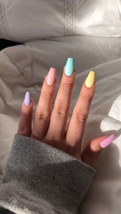 nail art designs with glitter - nail art designs . nail art designs for spring . nail art designs for winter . nail art designs with glitter . nail art designs with rhinestones Nail Art Transparent, Uñas Kylie Jenner, Aycrlic Nails, Glitter Nails, Teen Nails, Kylie Nails, Stiletto Nails, Acrylic Nails Kylie Jenner, Opal Nails