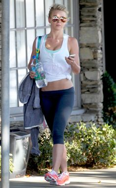 Julianne Hough, in aviators with mirrored amber lenses, showed off her perfectly fit bod in some skimpy workout gear!