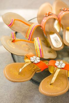 Those kolapuri chappals Fashion Images, Fashion Flats, I Love Fashion, Indian Fashion, Bollywood Fashion, Bollywood Style, Western Wear Dresses, Indian Ethnic Wear, Beautiful Shoes