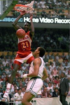 Dominique Wilkins e Dennis Johnson Basketball Pictures, Sports Pictures, Nba Players, Basketball Players, College Basketball, Kentucky Basketball, Duke Basketball, Kentucky Wildcats, Football Soccer