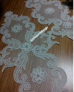 #elsanatları #elemegim #elemeği #göznuru #nakış #iğneoyasıçiçek #instagram #hobiörgü #ceyizlikurunler #ceyihazirliklari #elislerim… Burlap Flowers, Diy Flowers, Crochet Flowers, Fabric Flowers, Lace Embroidery, Cross Stitch Embroidery, Embroidery Patterns, Hand Home, Crochet Motif