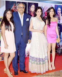 A family photo:Elder daughter looks like Mom Sridevi and youngest looks like father Boney Kapoor !