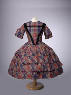 Girl's dress, comprising bodice and skirt in plaid silk, c. 1862, at the Gemeentemuseum Den Haag.