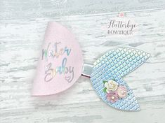 This beautifully sparkly personalised mermaid hair bow is perfect for your little water baby. They are made using a gorgeous pink faux fabric and paired with an iridescent mermaid tail fabric. They are made to order with the words 'Water Baby' but can also be personalised to your