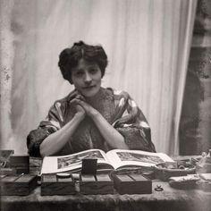 Il ritratto di una #musa. Henriette #Fortuny: la musa silente. Durerà fino al 13 marzo 2016 a Venezia, presso il palazzo Fortuny, la mostra che vuole celebrare e rendere omaggio ad una donna, Adèle Henriette Nigrin, che grazie alla sua sensibilità e intelligenza ha saputo affiancare, ispirare e sostenere uno degli artisti più raffinati dello scorso secolo. http://www.ilsitodelledonne.it/?p=19214