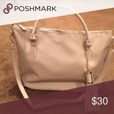 Light tan shoulder bag Creamy beige shoulder bag, by Just Fab created by Kate Hudson. To bring cheaper knockoffs to the public that do not look cheap!  Price is firm, never used.  This feels like leather feels like Cole Haan.  I love this bag and go back and forth on whether or not to keep. It is pretty and feels great to the touch. JustFab Bags Shoulder Bags